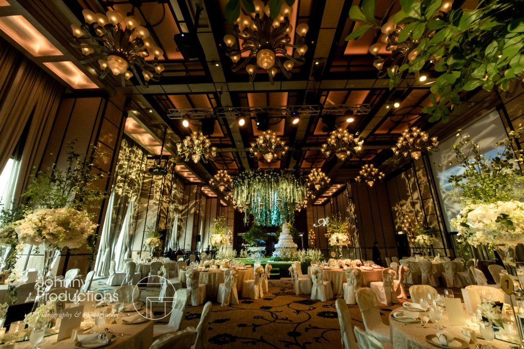 Mr mrs chung wedding in four seasons hotel hong kong for Hotel decor suppliers